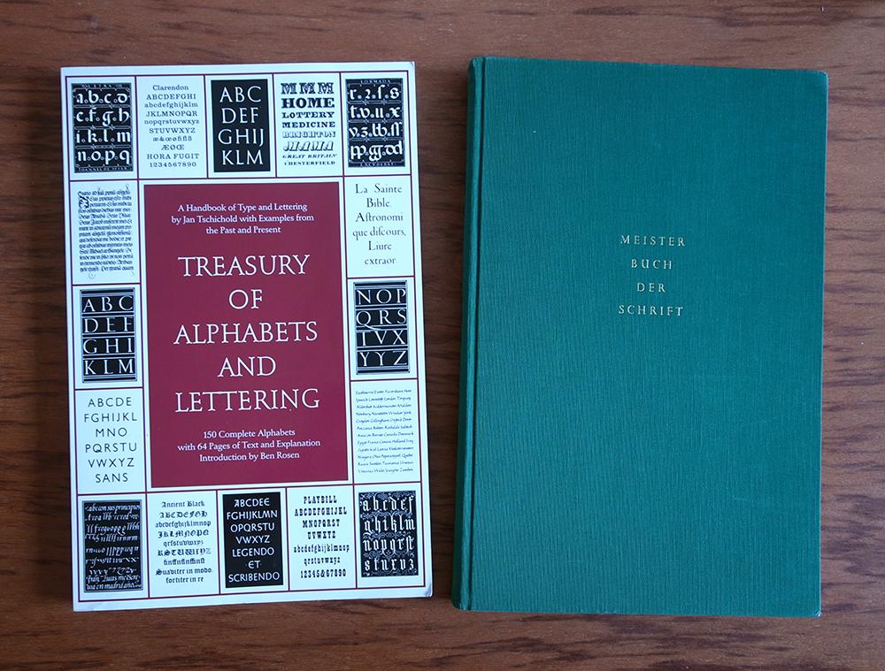 オリジナルドイツ語版(右)と、ペーパーバックの英語版(左)