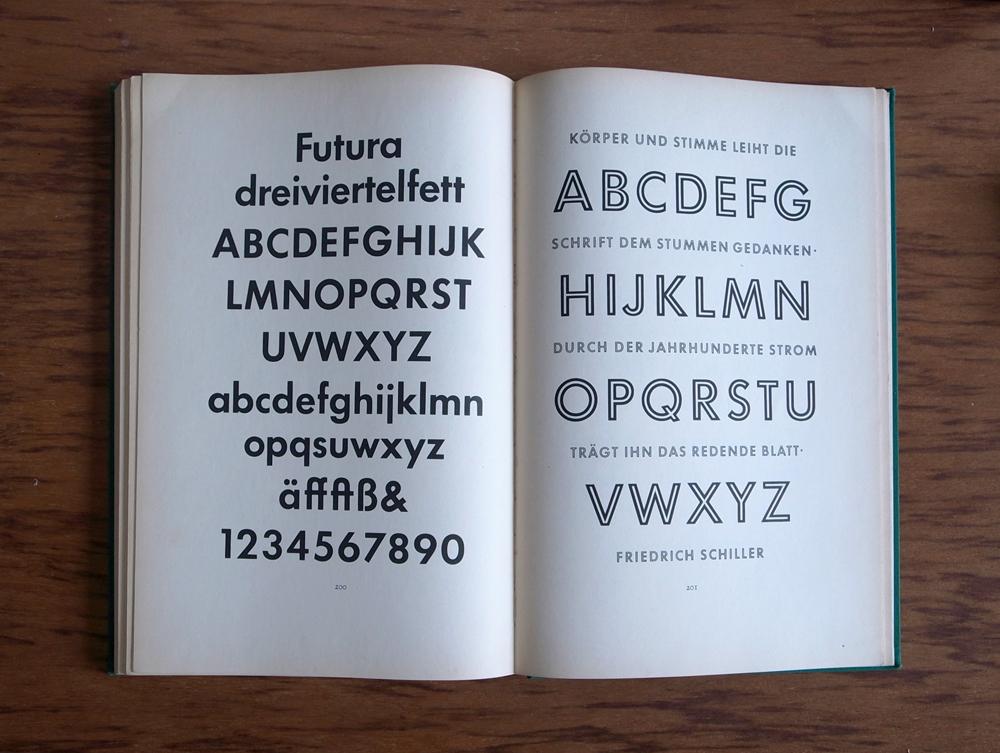 ドイツ語版(1952年の初版)の Futura の見開き